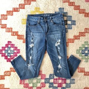 American Eagle distressed high-rise jegging